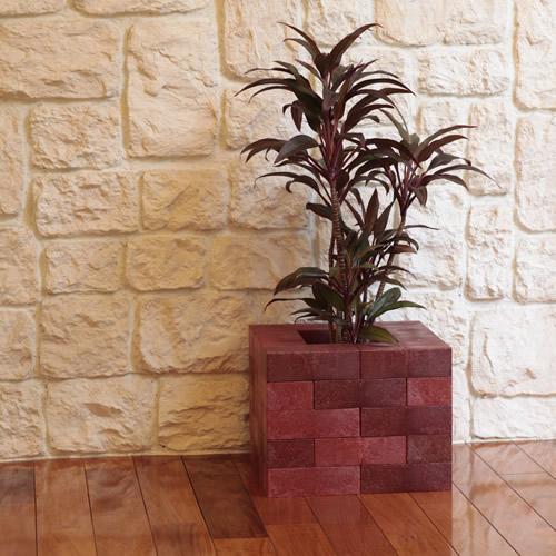 組み合わせで家具にも雑貨にもなる軽量で丈夫なレンガ調の「レンブロック」
